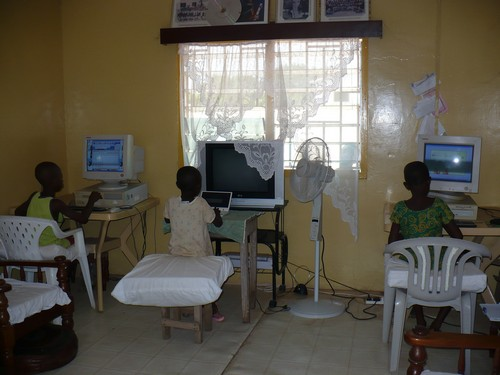 Richmond (class 6), Grace (class 2) & Elizabeth (class 3) learning about computers and typing.
